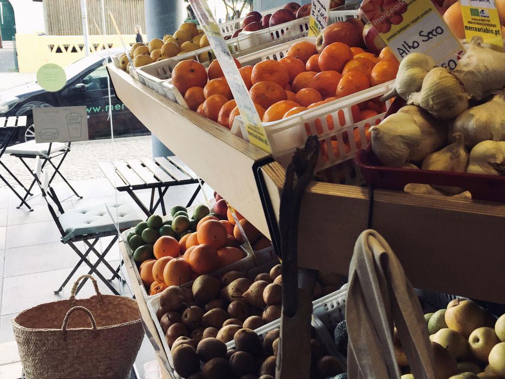 Frisches Obst in einem Bioladen