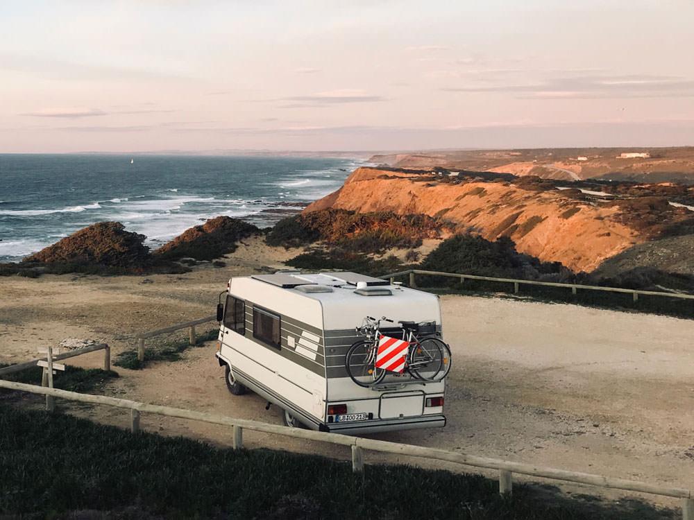 Freistehen in Portugal auf einem Parkplatz an der Küste