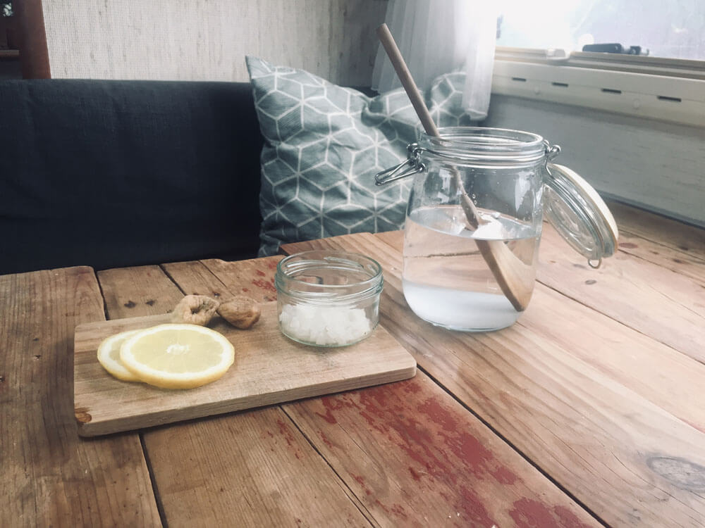 Wasserkefir Linmonade Zubereitung mit Feigen und Zitronen